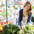 ygieinh-Woman-at-the-farmers-market-looking-at-fruits-and-vegetables