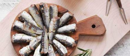 gout FI09601-brujula-spanish-small-sardines-sardinillas-115g-fish-tapas-brindisa-2_1000x1000